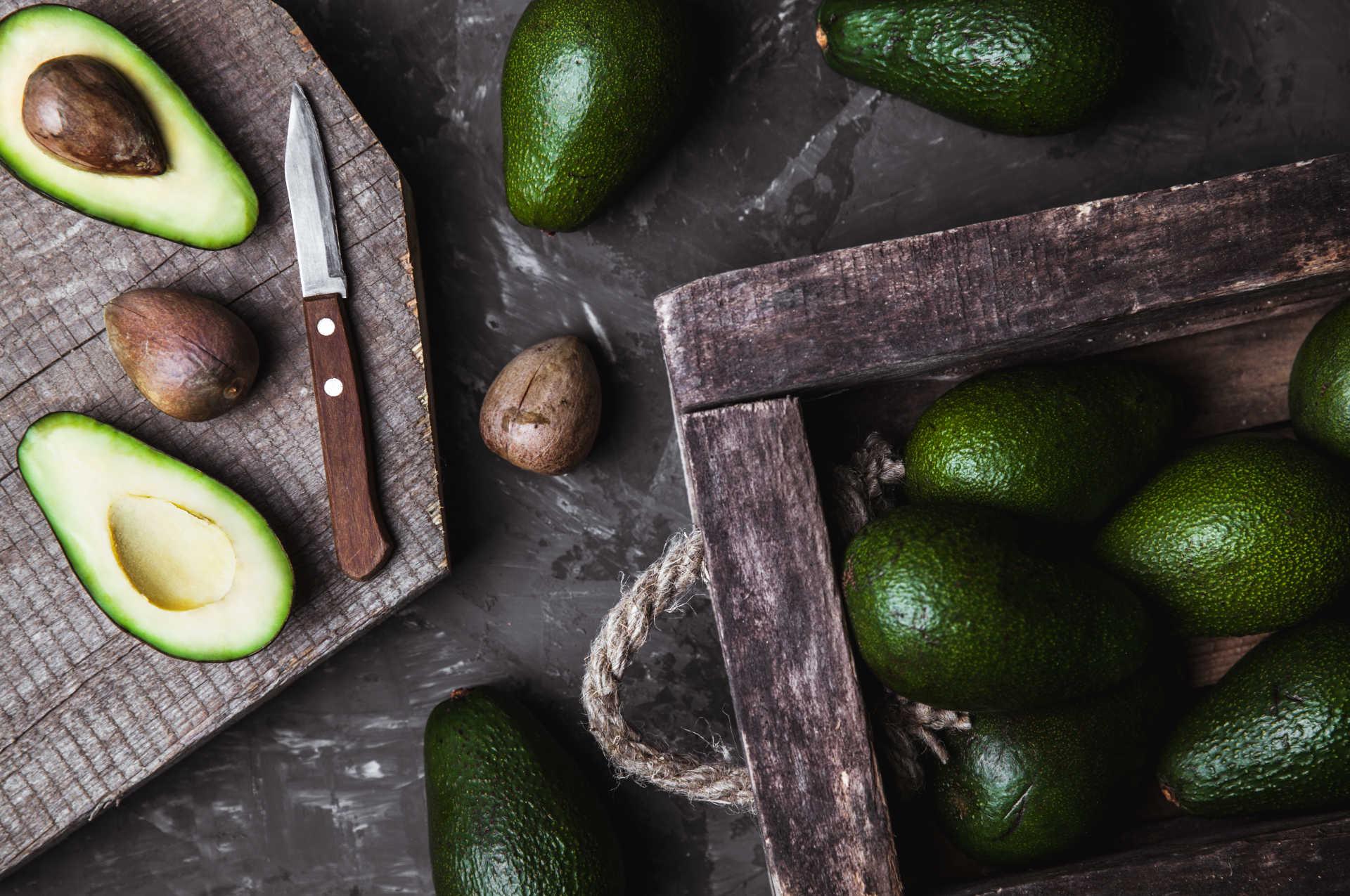 Avocado's op tafel